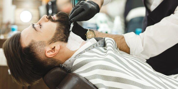 Hýčkání pro muže: Střih, holení hot towel, zábal a sklenka alkoholu