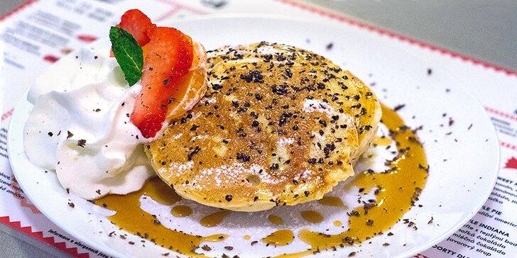 Snídaně podle výběru, čerstvý džus a káva pro 2: vafle, vejce, toasty i burger