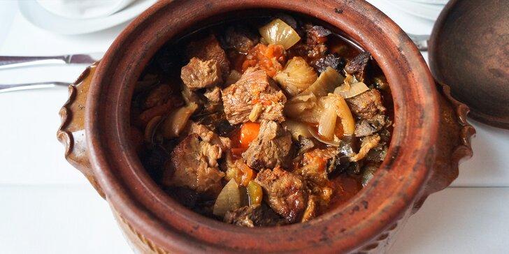 1 kg jehněčího a ragú ze zeleniny pro 4–6 os.: masíčko poctivě pečené 12 h