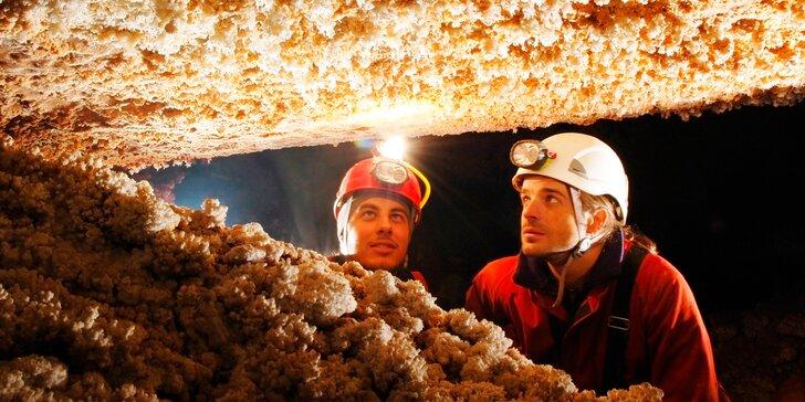 Nevšední zážitek v jeskyních: kurz speleologie v Moravském krasu