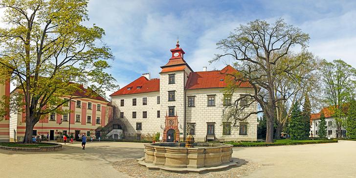 Odpočinek ve 4* hotelu v centru Třeboně: vstup do lázní, víno a polopenze