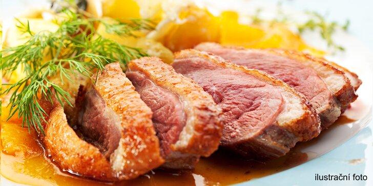 Tříchodové menu pro dva: knedlíčková polévka, kachní prsa a crème brûlée
