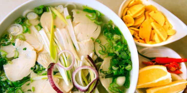 Asijské menu s polévkou Pho nebo restovaným masem s nudlemi/rýží