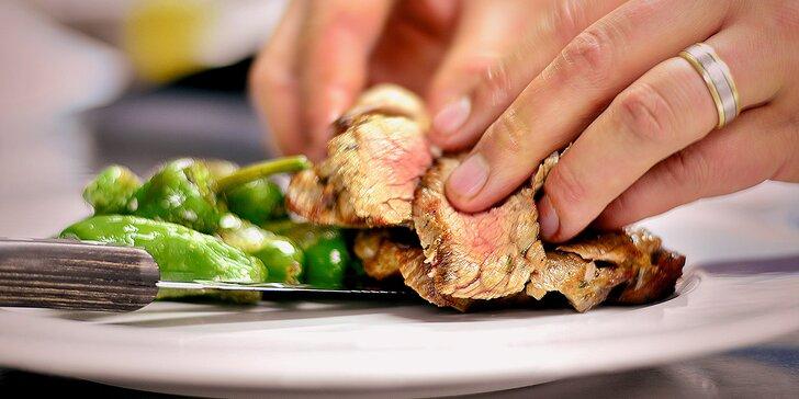 2 šťavnaté steaky s přílohou ve skvěle hodnocené restauraci Šnyt