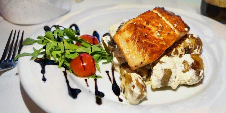 4chodové menu: tatarák z lososa nebo mušle, mořská ryba, tiramisu i víno