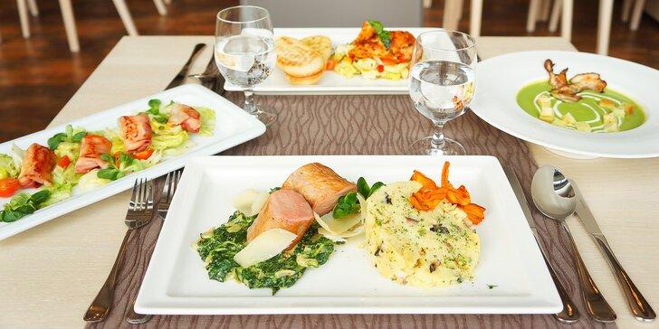 4chodové menu pro 2: polévka, panenka sous vide nebo kuřecí steak, dezert