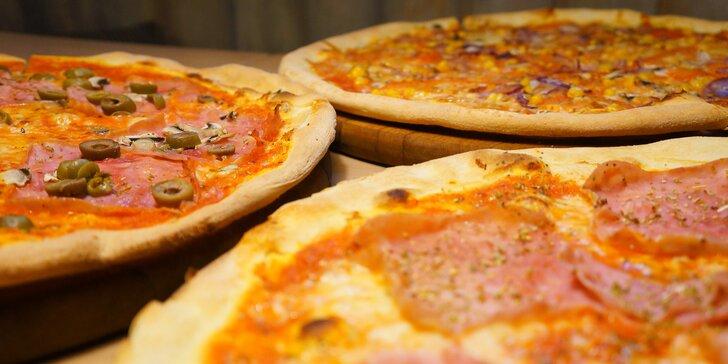 Zajděte na pizzu s průměrem 40 cm: šunková, salámová, 4 druhy sýra a další
