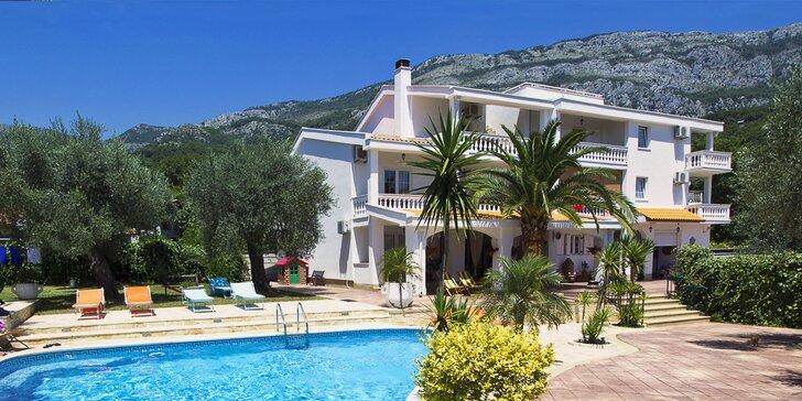 7 nocí v Černé Hoře: hotel s polopenzí a bazénem 450 m od pláže