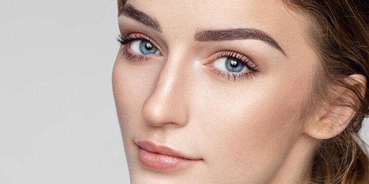 Krásná i bez líčidel: Konzultace a permanentní make-up obočí v salonu