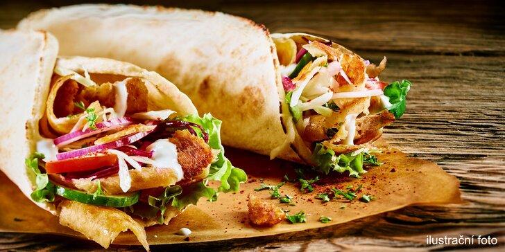 2x kuřecí kebab v tortille nebo chlebu a 2 nápoje podle výběru