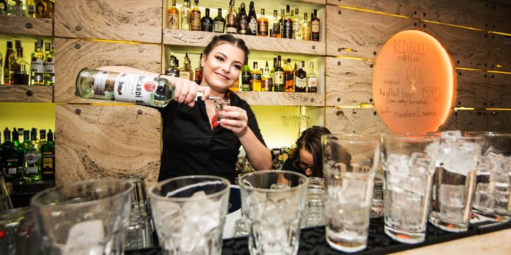 Připijte víkendu klasikou: 1, 2 nebo 4 míchané drinky v music clubu Mandarin