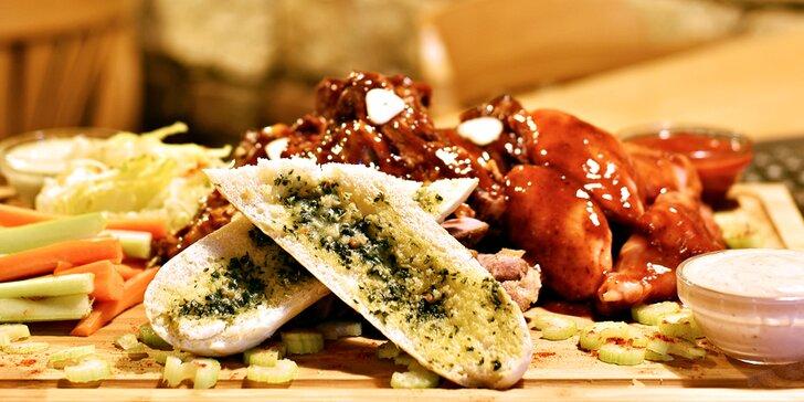 Nálož masa a příloh: křídla, žebra, krkovička i prsa a pípa přímo na stole