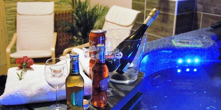 Noc v apartmánu s vlastní vířivkou: šampaňské, občerstvení a snídaně