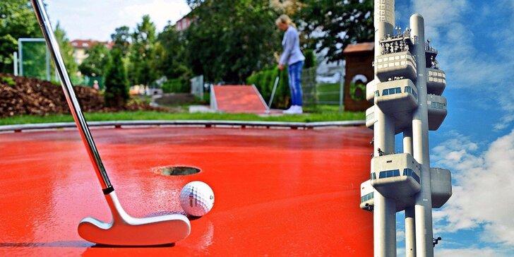 Hra minigolfu, studený nápoj a vstup na Žižkovskou věž pro jednoho i rodinu