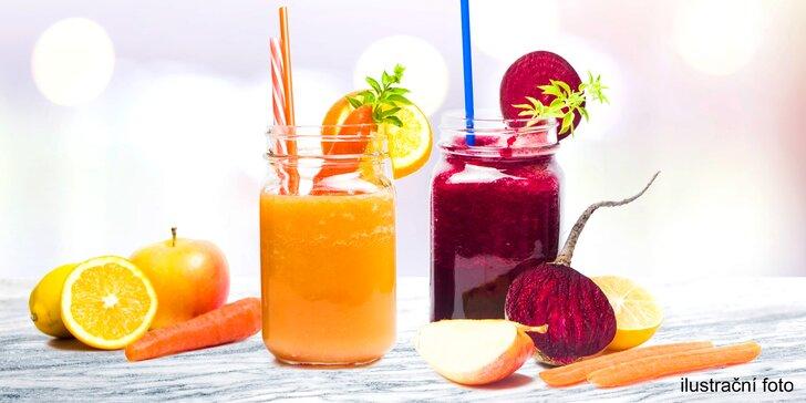 Oranžový elixír, červený detox: čerstvá šťáva v kompostovatelném kelímku