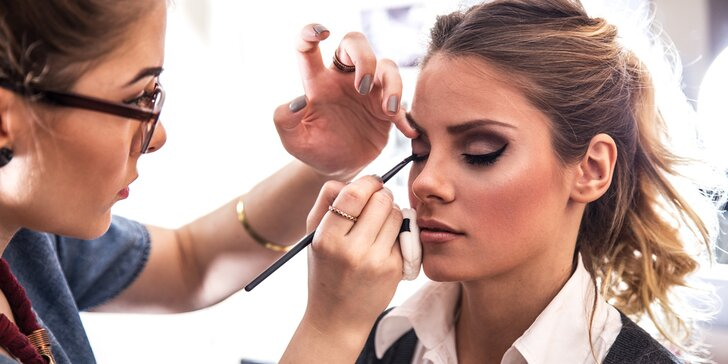 Naučte se podtrhnout svou krásu: individuální kurz líčení pro 1 či 2 dámy