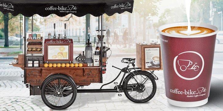 Káva z mobilní kavárny na Moravském náměstí: cappuccino nebo caffè latte