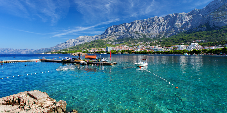 Dovolená v oblíbeném městě Makarska ve ville s polopenzí 250 m od moře