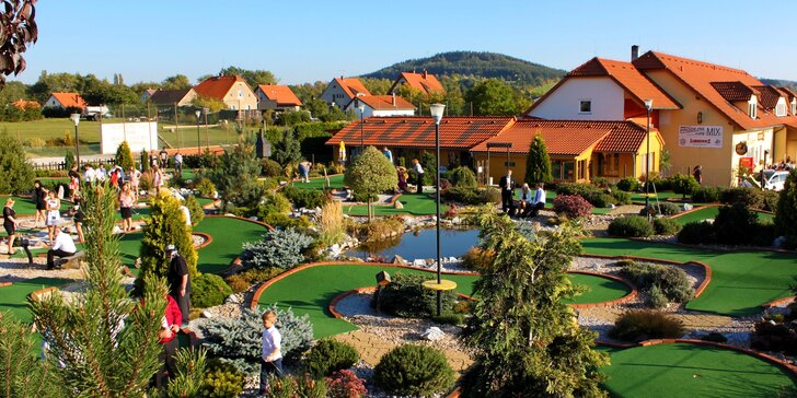 Celodenní výlet na Adventure golf v Počepicích: vstupy pro 2 nebo rodinu