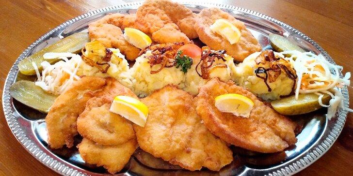 500g variace vepřových, krůtích a kuřecích řízků a šťouchané brambory