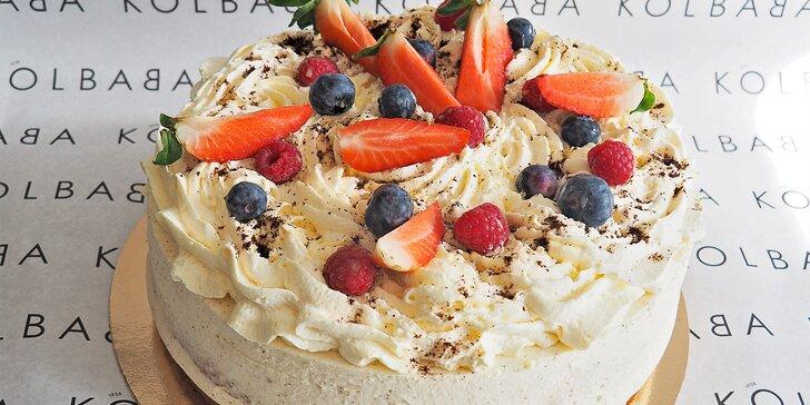 Sladká nádhera z cukrárny Kolbaba: dort Alžír nebo jogurtový s ovocem