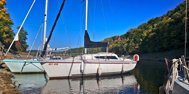 Pronájem jachty na Orlíku až pro 4 osoby vč. služeb kapitána