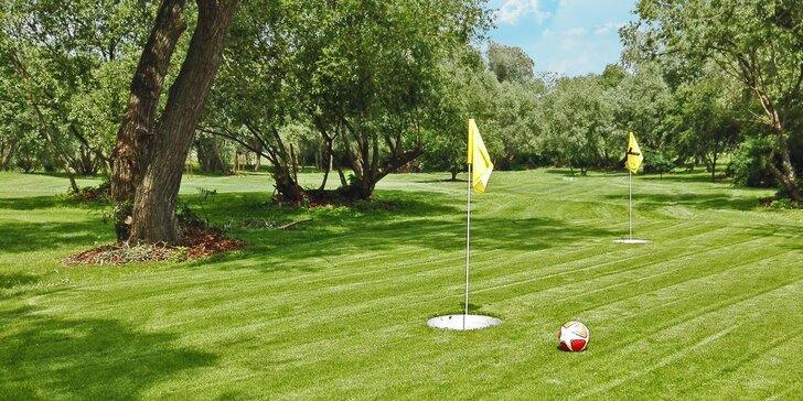 Trochu jiný golf – fotbalgolf: jedna hra na hřišti ve FreeStyle Parku Modřany
