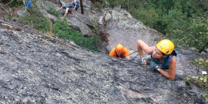 Jednodenní kurz lezení via ferrata na Slánské hoře pro jednoho, pár nebo partu