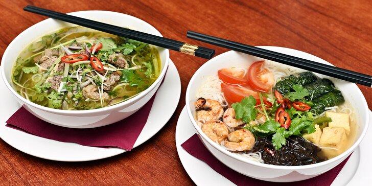 Křupavé vietnamské závitky a polévka dle výběru: Pho sot vang nebo Bun ton