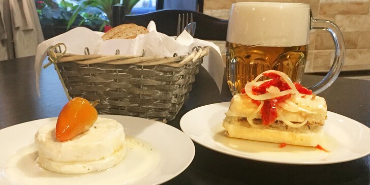 Pilsner Urquell a nakládaný sýr: hermelín nebo romadúr pro 1 či pro 2 osoby