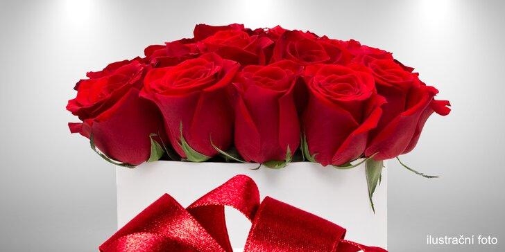 Luxusní krabice růží s potiskem jména i jednotlivé červené růže Red Naomi