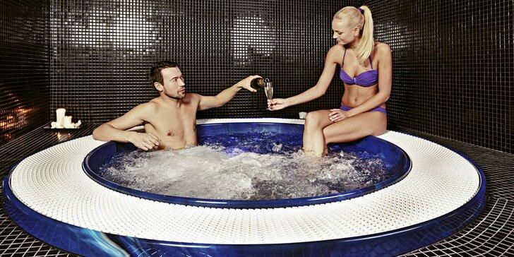 Celodenní vstup do saunového světa a 45 minut v privátním whirlpoolu pro 2