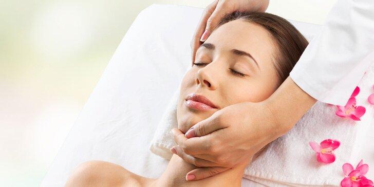 Relax pro ženy: kosmetika, masáž podle výběru, aroma lázeň a welcome drink