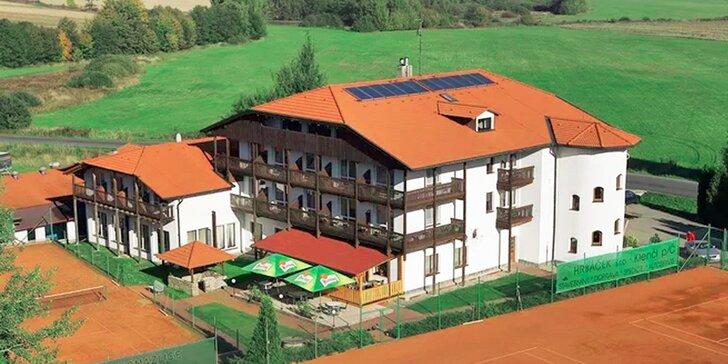 Čtyřdenní pobyt pro dva v Českém lese včetně polopenze a tenisu