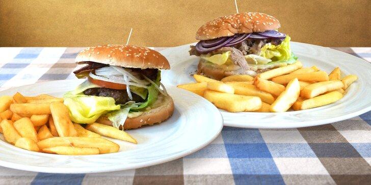 Dva 350g burgery s vepřovým a hovězím masem a steakové hranolky