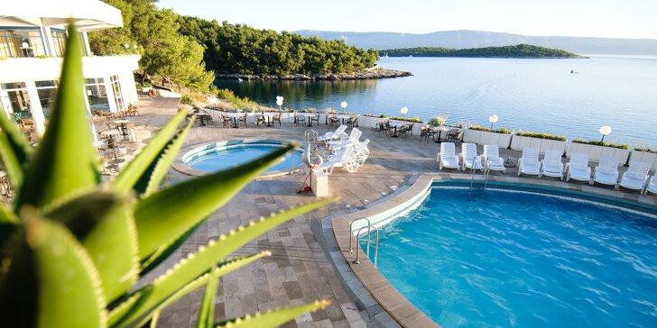 Rodinná dovolená na ostrově Hvar: polopenze, bazény a až 2 děti zdarma