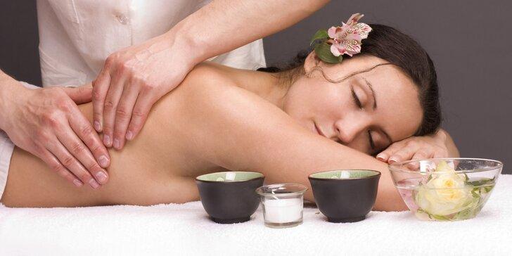 Relaxační masáž zad a šíje s jalovcovým zábalem v čase 9 až 12