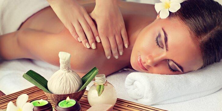 Nechte se hýčkat: Relaxační aroma masáž s peelingem a zábalem