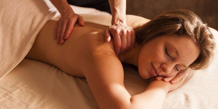 Masáže: reflexní masáž chodidel, havajská Lomi Lomi nebo ruční lymfatická