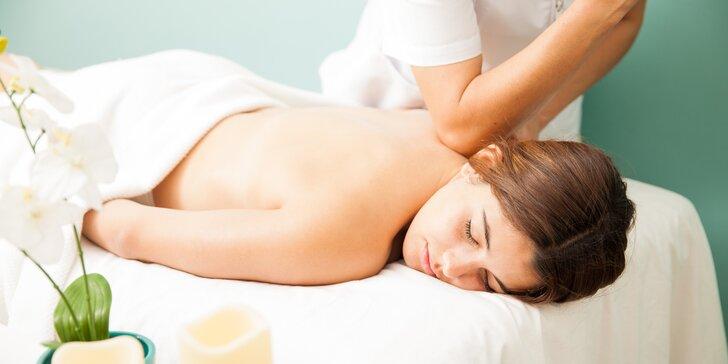 Blahodárná relaxační masáž zad a šíje vč. měkkého odblokování páteře