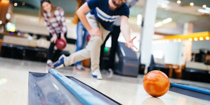 Hoďte to tam: Hodina bowlingu s přáteli a 4 piva nebo točené limonády