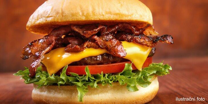 Pivní nebo Kozlův hovězí burger, hranolky nebo chipsy, příp. RC Cola