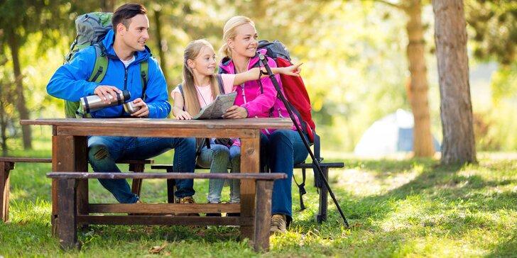 Jarní či letní dovolená v Krkonoších: polopenze a láhev vína nebo bobovka