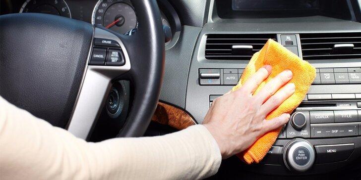 Kompletní čištění interiéru automobilů mokrou cestou