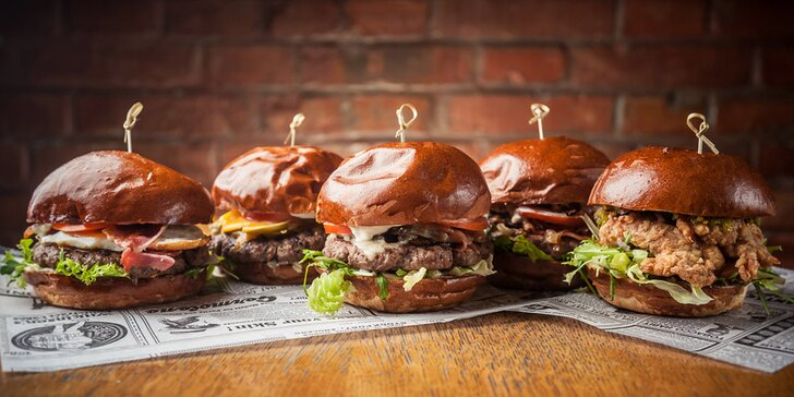 Bacon burger s vyzrálým hovězím, domácími hranolky a pivem z Poličky