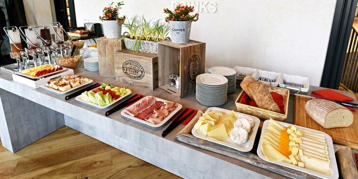 Bohatá snídaně formou bufetu pro 1 nebo 2: vejce, sýry, dezerty, káva a další