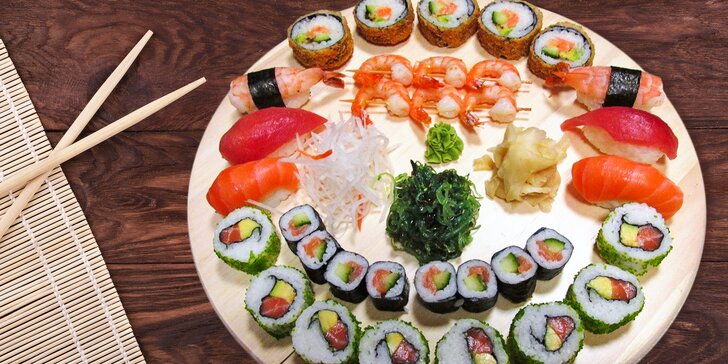 Sushi set o 33 lahodných kouscích: maki, nigiri, alaska s kaviárem i krevety