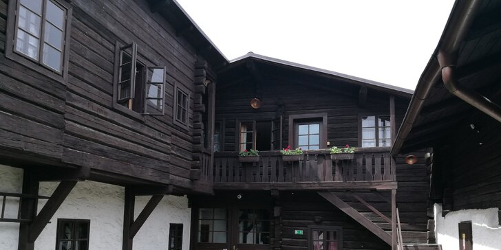 Budova penzionu - volarská roubenka