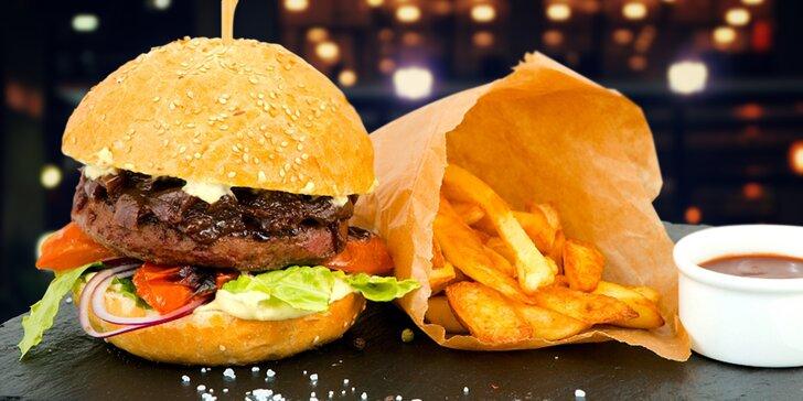 Hovězí Angus burger s cibulovým chutney a farmářskými hranolky pro 1, 2 i 4