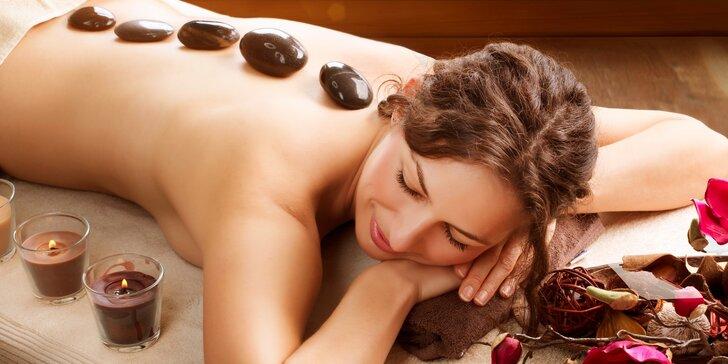 Až 90minutová masáž zad či celého těla proložená masáží lávovými kameny